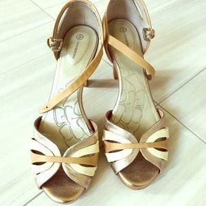 Giani Bernini Gold and Ivory Sandal